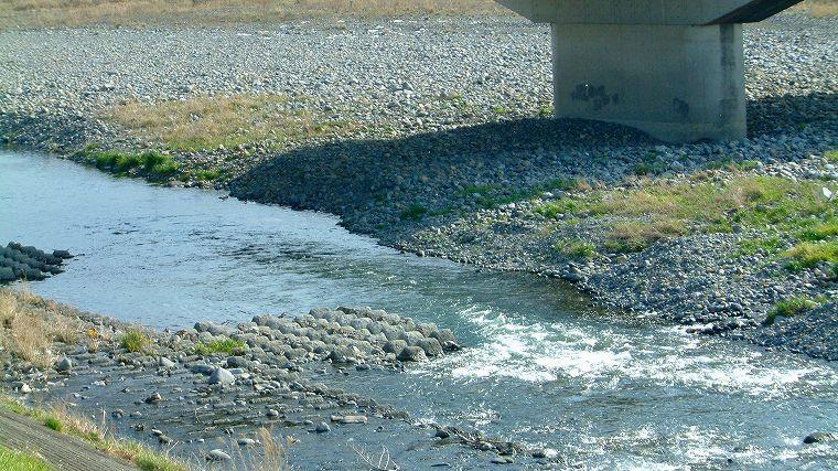 橋脚下の場所